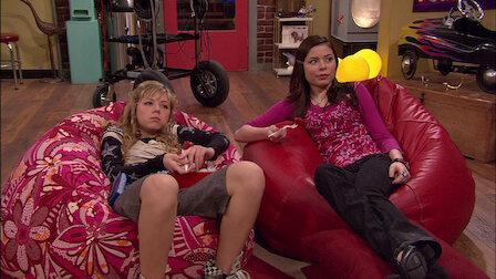 Fru Benson oppdager at Sam og Freddie har et forhold etter at Gibby, som nå blir plaget av Sam, koker opp en plan for å splitte dem opp.